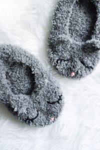 Flauschige Katzenslipper selbst gehäkelt- aus Flauschwolle