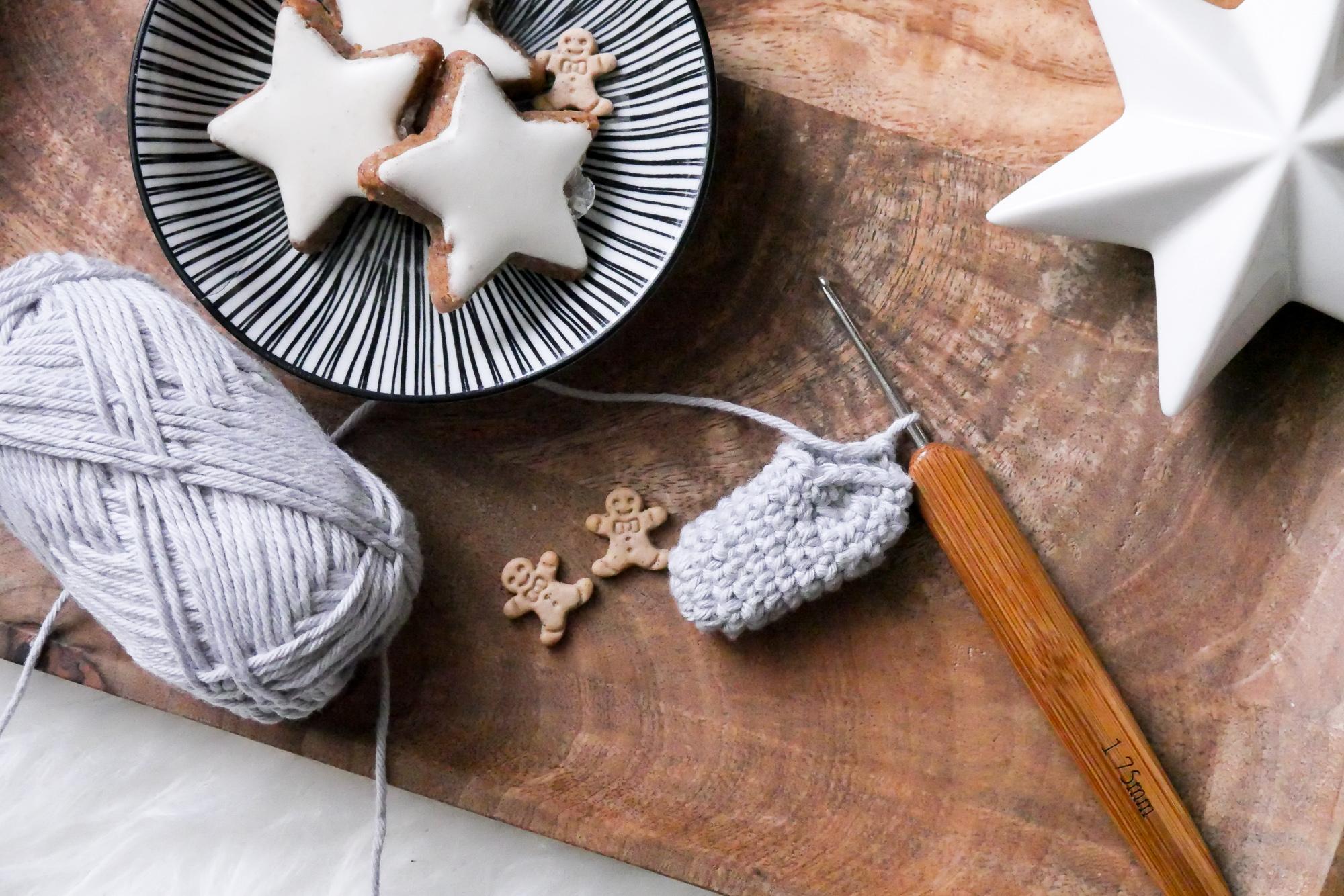 Weihnachtssocken-Geschenkanhänger- kostenlose Häkelanleitung für Weihnachten