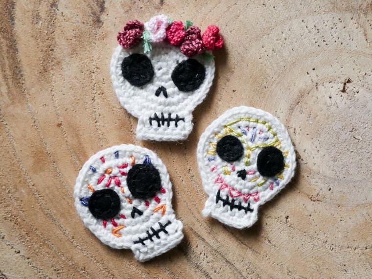 Zuckersschädel Applikation häkeln- bunter Totenkopf für Halloween