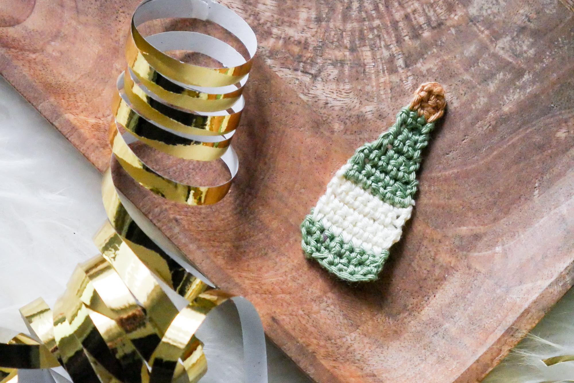 Sektflasche als Aufnäher kostenlose Häkelanleitungl