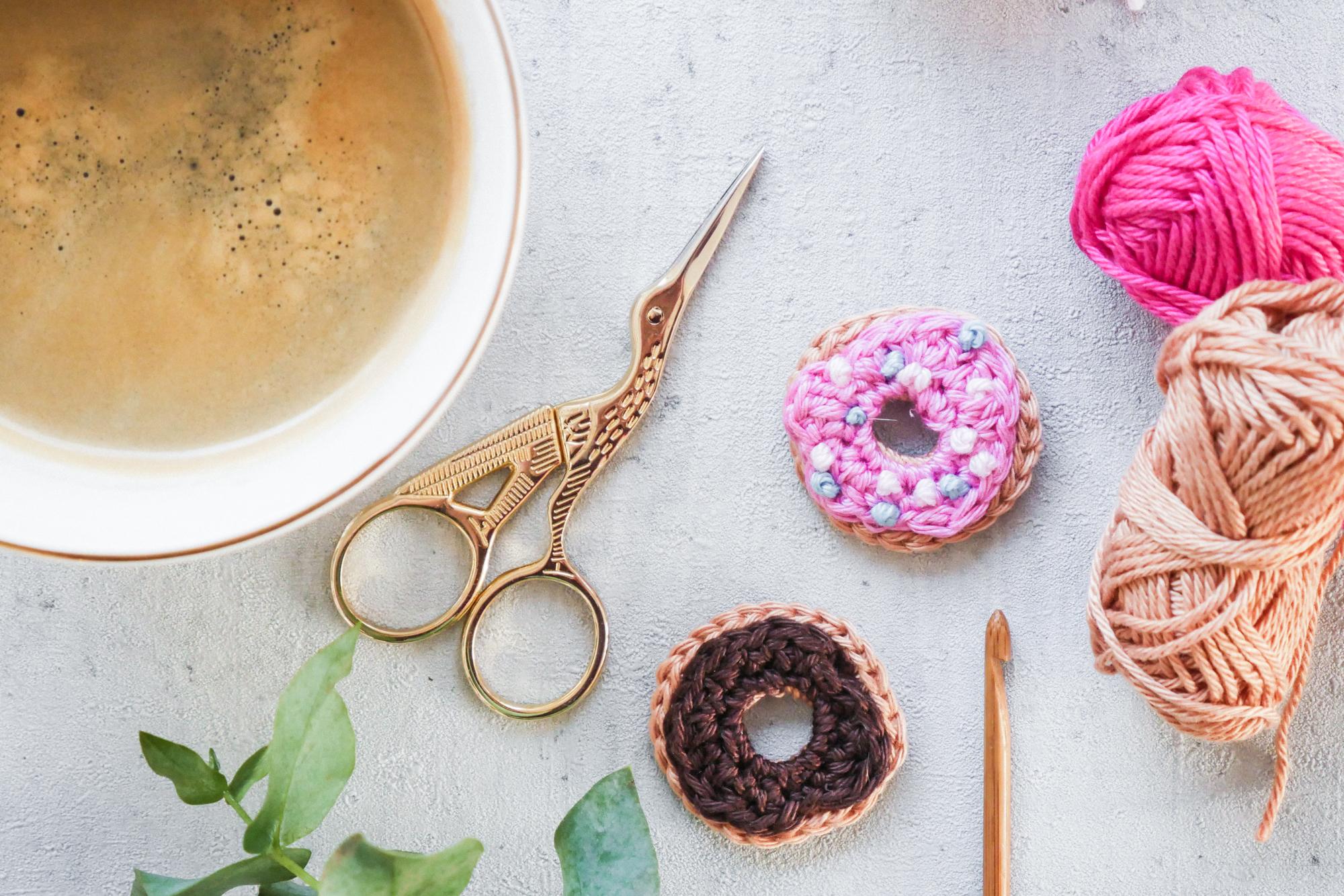 Donut Aufnäher häkeln-kostenfreie Anleitung