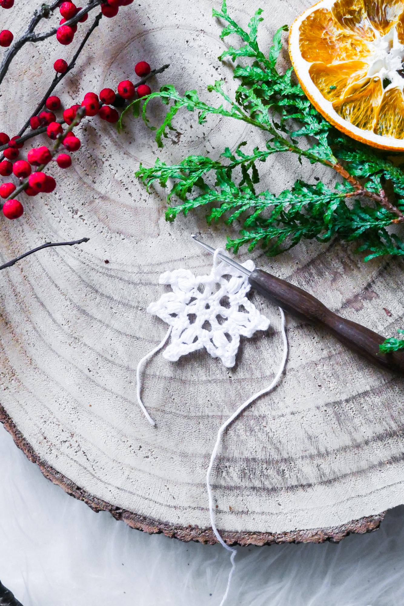 Schneeflocke- kostenlose Häkelanleitung für ein Schnelles Projekt für Winter und Weihnachten