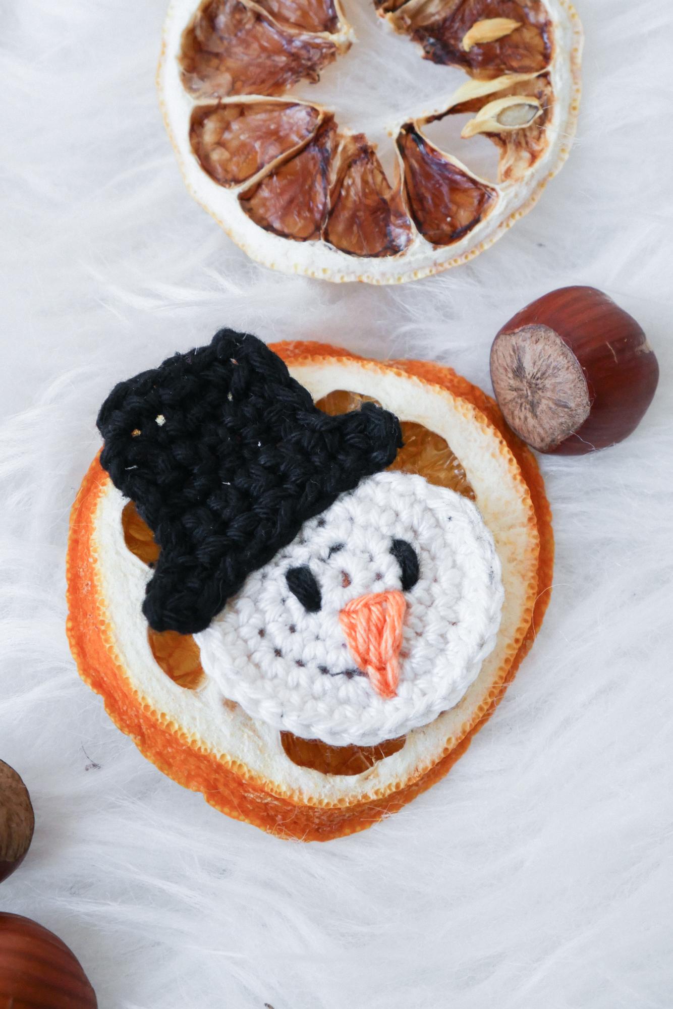 Free Pattern Amigurumi Snowman | Schneemann häkeln, Weihnachten ... | 2000x1334