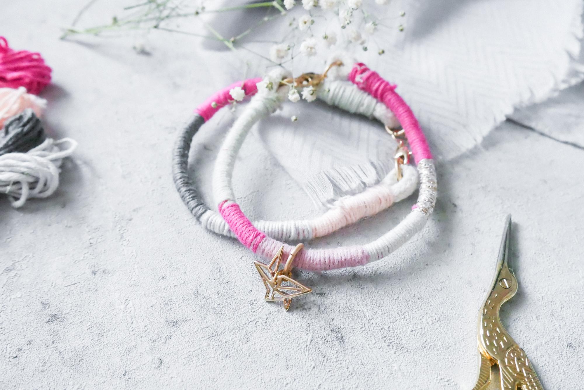Einfaches Armband selber machen aus Wolle