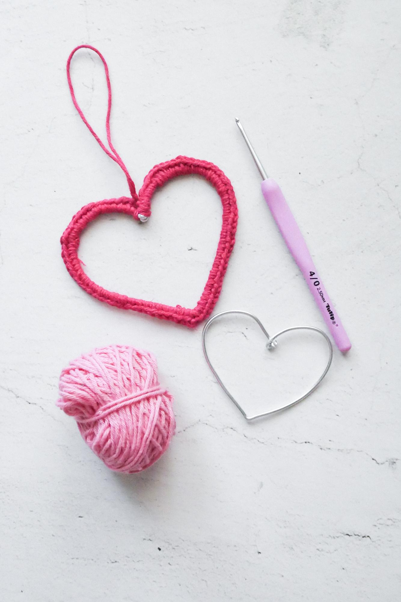 Drahtherzen umhäkeln für Valentinstag
